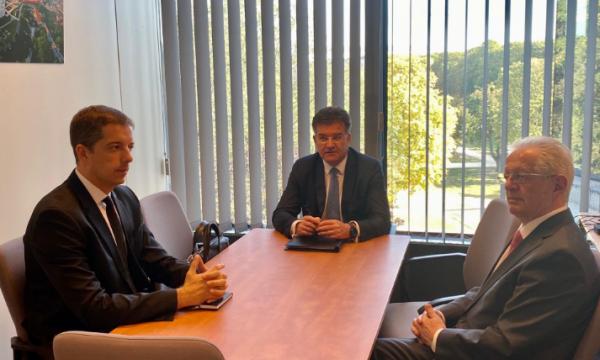 Lajçak: Çfarë u bisedua sot në Bruksel mes Kosovës dhe Serbisë