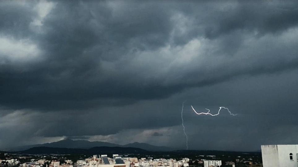 """Alarm në Athinë, kryeqyteti grek pritet të jetë në """"zemrën"""" e ciklonit Mesdhetar"""