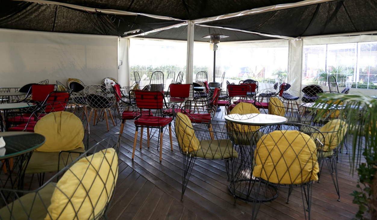 Nesër hapen baret dhe restorantet në ambiente të mbyllura, Manastirliu publikon rregullat strikte