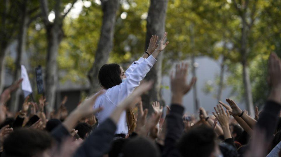 Një pjesë e Madridit në karantinë, qytetarët protestojnë kundër masave të Covid-19