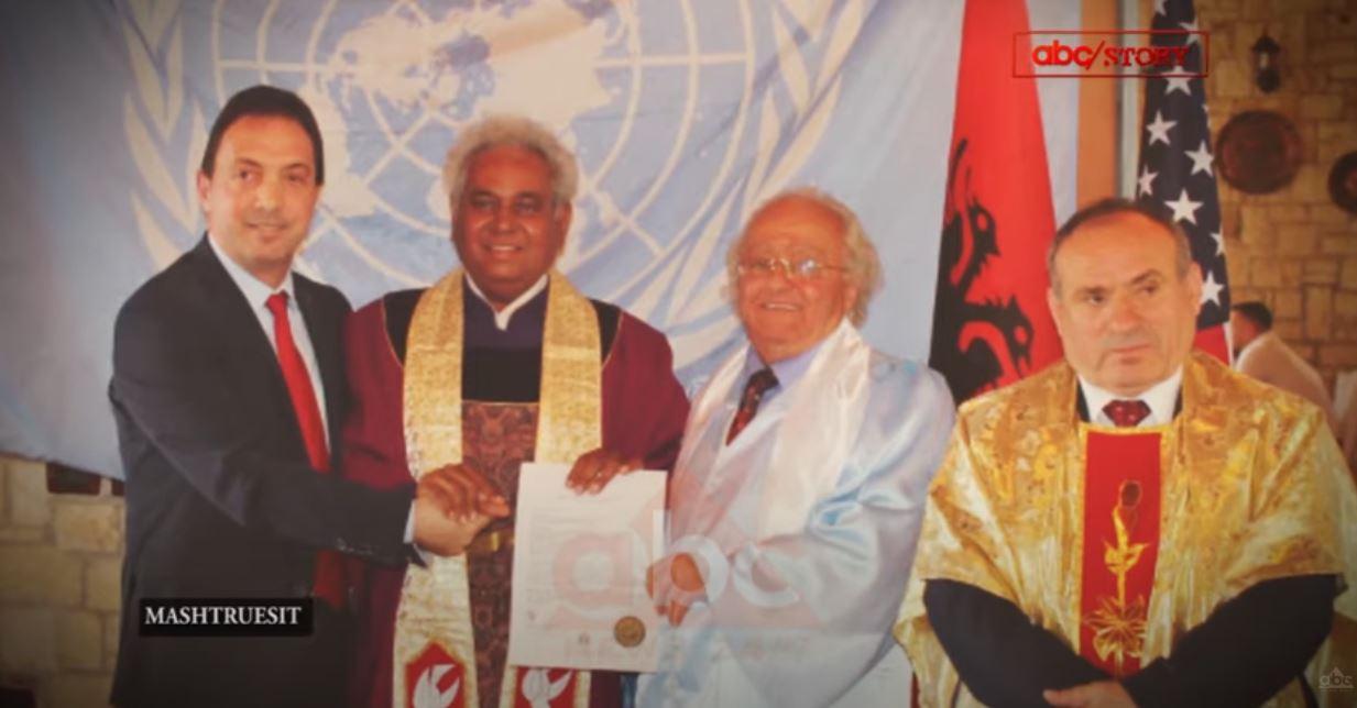 """VIDEO/ """"Enver Hoxha tungjatjeta!"""", Mashtruesit ndërkombëtarë """"ngjallin"""" diktatorin në Fushë-Krujë"""