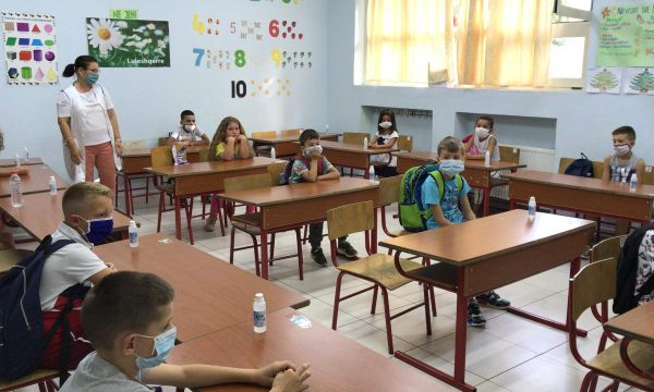 Formulari për të shkuar në shkollë, Arsimi: Prindi mban përgjegjësi, të dhënat mësuesit me telefon