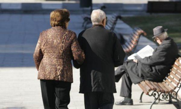 Të moshuarve mbi 75 vjeç nuk do t'u skadojë pasaporta deri në fund të jetës
