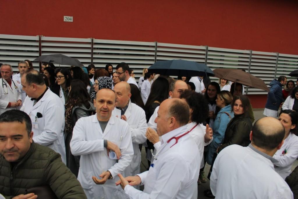 Policia refuzon lejen, mjekët nesër protestë: Duam rritje page dinjitoze dhe kushte në punë