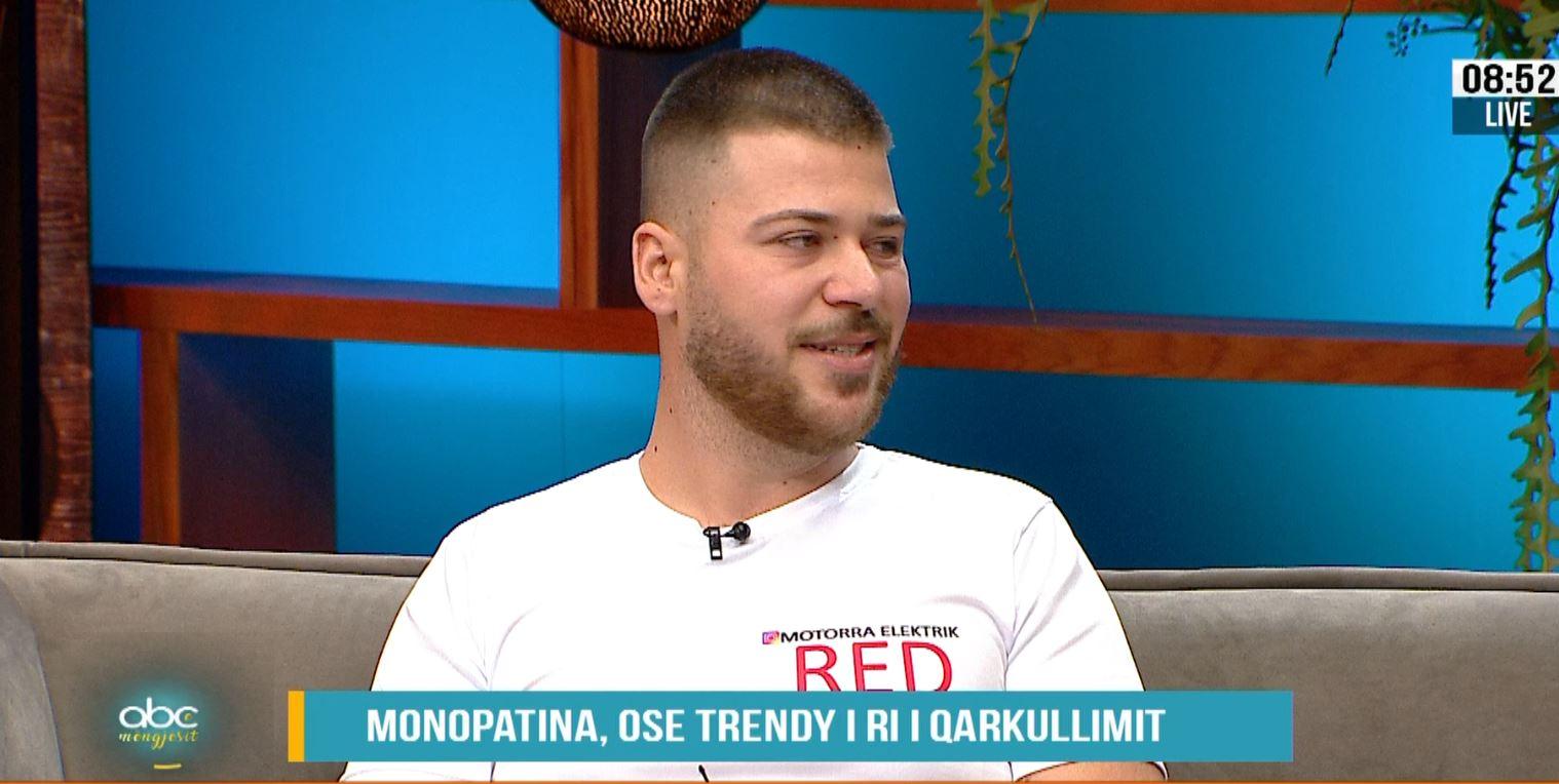 Trendi më i ri, pse zyrtarët në Tiranë zgjedhin të lëvizin me monopatina