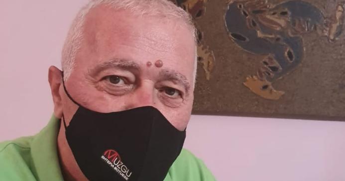 """""""Prej 40 ditësh në spital"""", shkrimtari shqiptar rrëfen betejën me Covidin: U ktheva nga vdekja"""