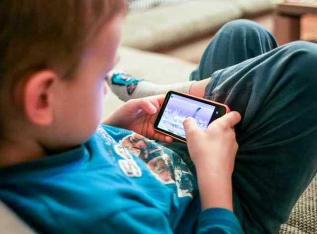 Në cilën moshë mund t'i blini fëmijës suaj një celular?