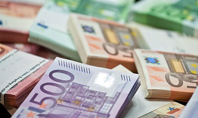 Gati 40% e parave jashtë bankave, më e larta nga 2002, gjatë pandemisë dolën 290 milion euro