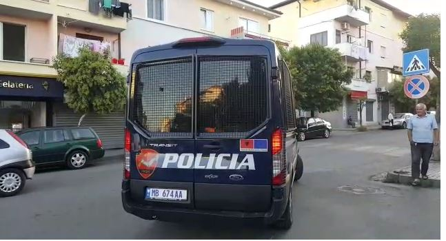 Mallra kontrabandë, arrestohet 1 person dhe procedohet penalisht doganieri