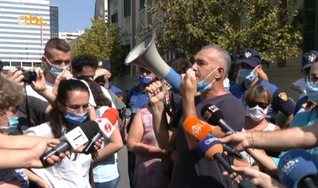 Naftëtarët e Ballshit para MIE, policia ndërhyn për të shpërndarë protestën
