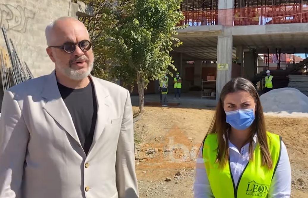 PD denoncon dy shkollat e shembura në Shijak, Rama nga shkolla e re e Rrogozhinës: Ata lërini të flasin