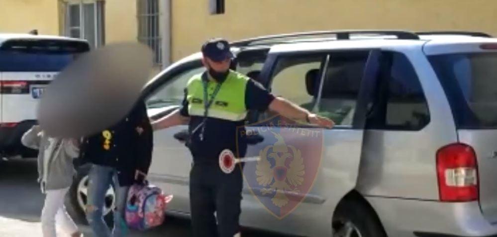 Transportuan emigrantë të paligjshëm, në pranga 4 persona në Korçë