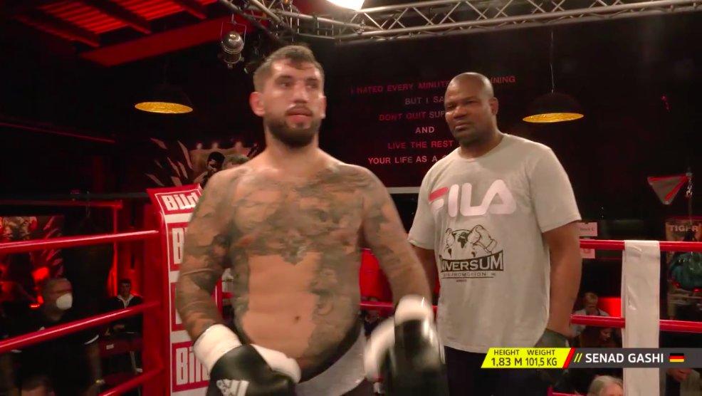 "VIDEO/ Senad Gashi ""bishë"", mposht me KO boksierin boshnjak!"