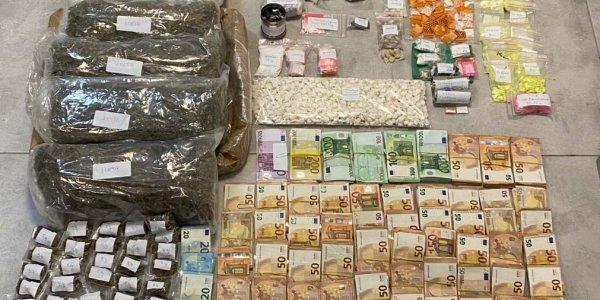 """Furnizonte """"bosat"""" e Mykonos-it me drogën e miliarderëve, çfarë i kapën shqiptarit në shtëpi"""