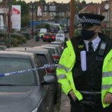 Plagosen me acid 11 policë në Londër