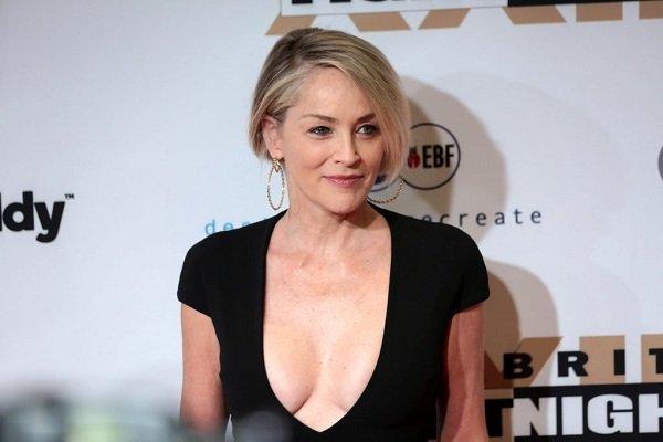 Sharon Stone: Jam 62-vjeçe, por njerëzit ende duan gjinjtë e mi