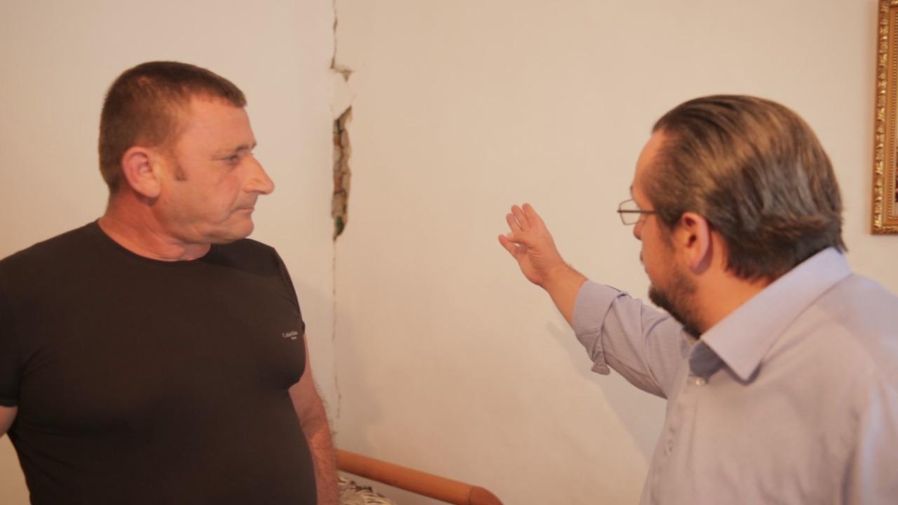 """""""Shtëpia u dëmtua nga tërmeti"""", qytetari: Një furtunë të bjerë dhe na zë brenda"""