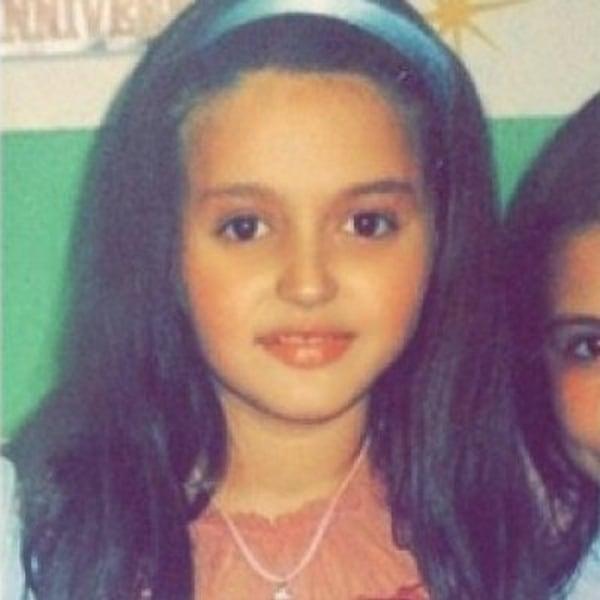 Sot një nga këngëtaret më të përfolura, kush është vogëlushja në foto