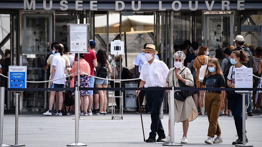 Rritja e rasteve të reja, Franca mbyll baret dhe restorantet