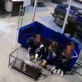 VIDEO/ Babai hero, veprimi që bën për të mbrojtur tre fëmijët e tij nga plumbat