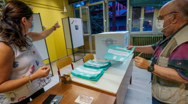 Referendum për reduktimin e deputetëve e senatorëve në Itali, pjesëmarrja rreth 40%