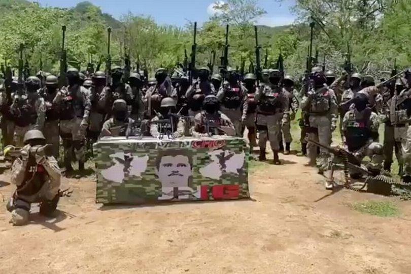 I zhveshën dhe u lidhën duart e sytë! Karteli meksikan ekzekuton tre trafikantë të El Chapos