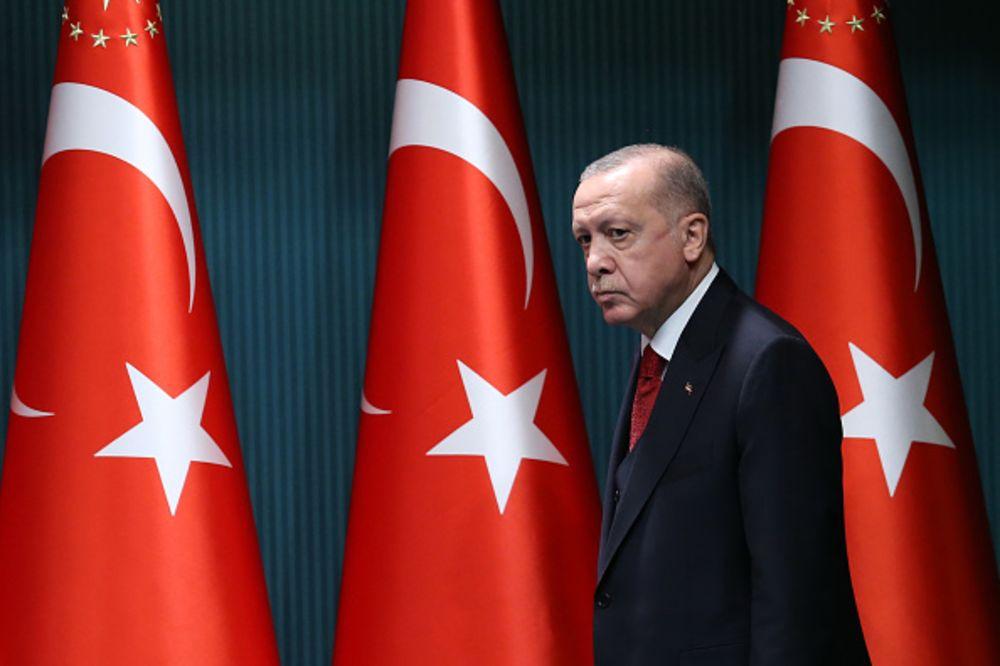 Mosndërshkimi nga fuqitë e mëdha i jep forcë Erdogan