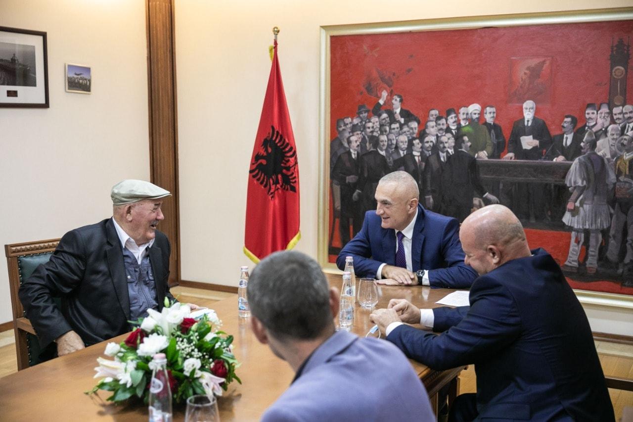 Meta pret në në Presidencë banorë të Selenicës: M'u ankuan për anulimin e projektit të rrugës