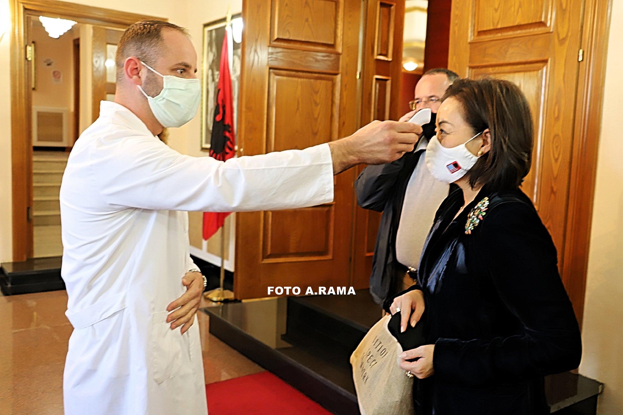 Yuri Kim sot në Kuvend, iu nënshtrua masave anti-Covid