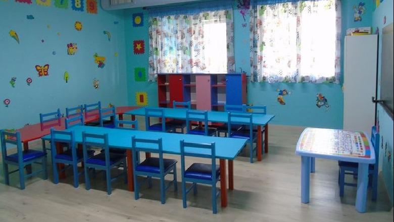 """Covid-19 """"hyn"""" në kopshtin e gjimnazet e Pogradecit, 4 edukatore e dy mësues të infektuar"""