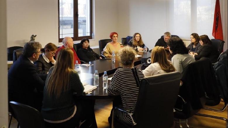 Spahia: Komiteti i Ekspertëve shkel këshillat e tij! Maska e detyrueshme vetëm për qytetarët