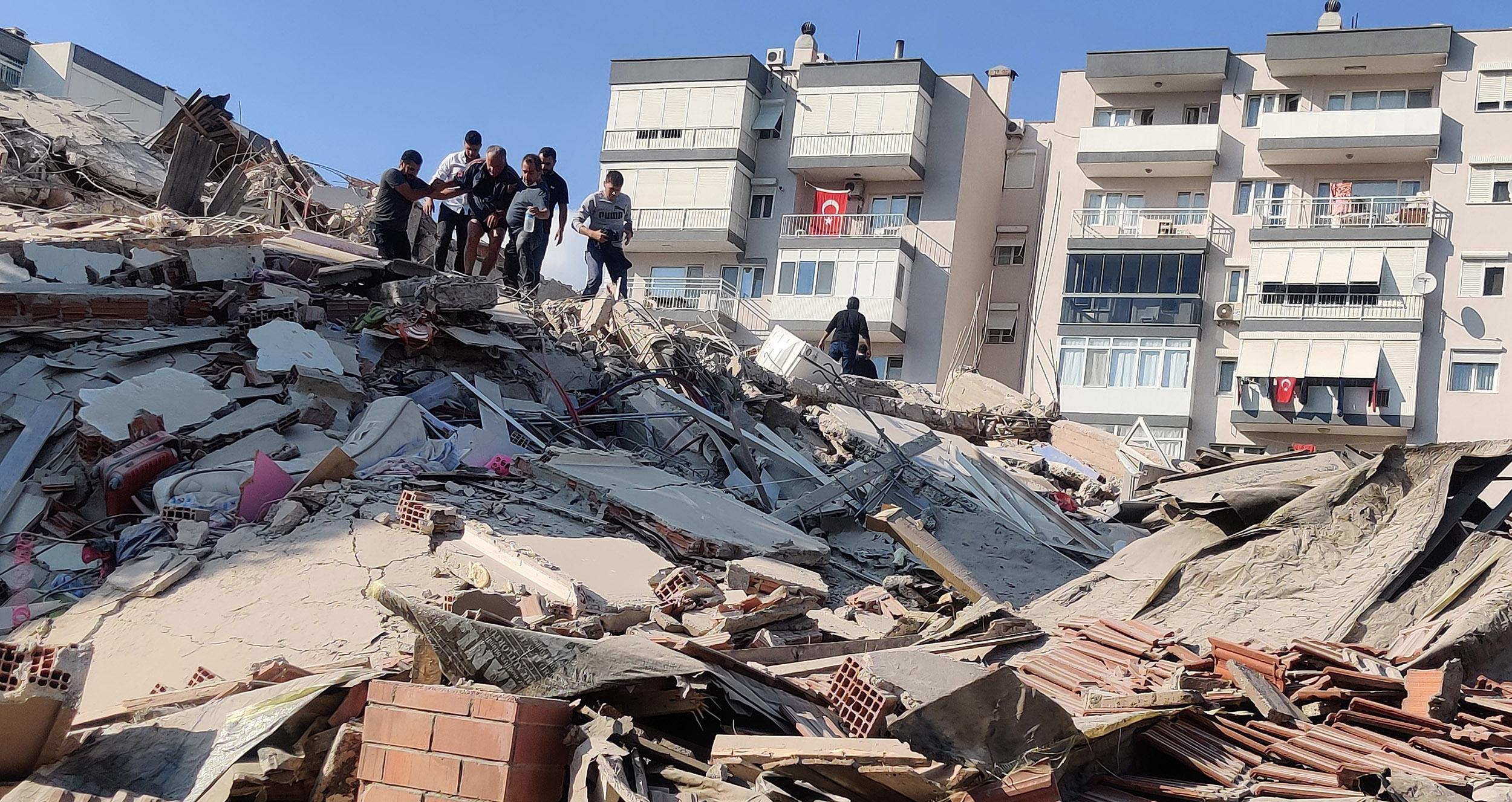 Rëndohet bilanci, shkon në dy numri i shqiptarëve që humbën jetën nga tërmeti në Izmir