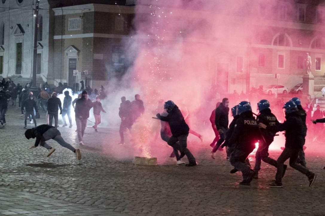 Italianët kundër shtetrrethimit, protesta në Romë