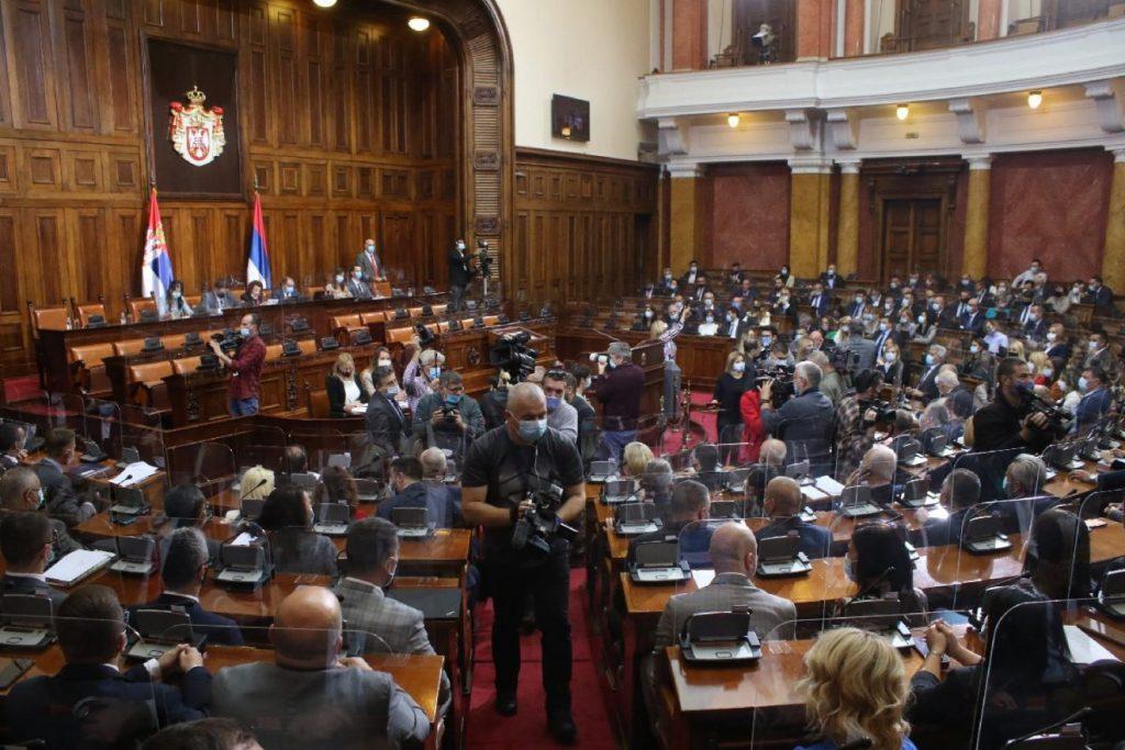 Tensione në Kuvendin e Serbisë, deputeti shqiptar kundër Daçiç për kryeparlamentar
