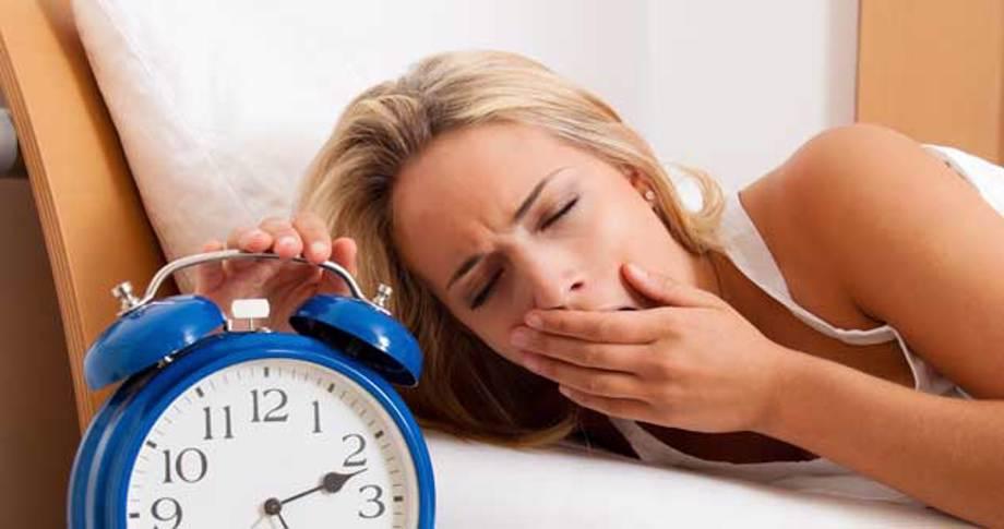 Çfarë ndodh me trupin tuaj nëse flini më pak se 6 orë