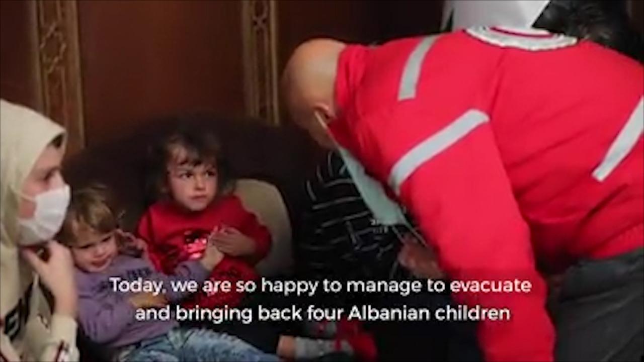 """Zbulohet emri i gruas dhe 3 fëmijëve të saj që u nxorën nga kampi """"Al Hol"""", nesër në shtëpi"""