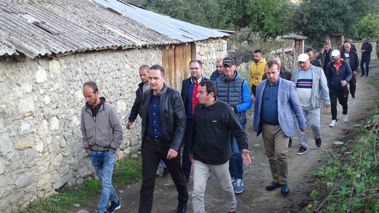 VIDEO/ PD: Banorët e fshatit Qafzezë në Ersekë, 16 muaj në shtëpitë e rrënuara nga tërmeti