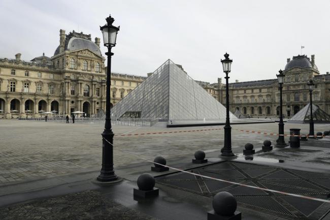 Menaxhimi i pandemisë në Francë, policia kontrolle në shtëpitë dhe zyrat e qeveritarëve