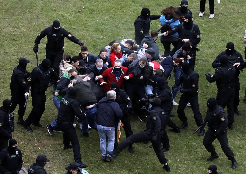 Sërish protesta dhe të arrestuar në Bjellorusi, Lukashenko gati të lirojë të burgosurit politikë