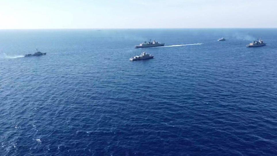 """6 anije luftarake greke bllokadë anijes turke: Tension me """"gishtin në këmbëz"""" në Egje"""