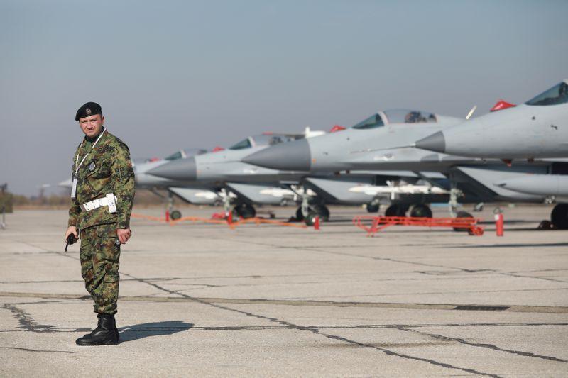 Serbia flirton me Perëndimin, por zemrën e ka në Rusi: Vendimi i ushtrisë ruse zbulon gjithçka