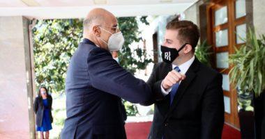 """FOTO/ Dendias """"çau"""" rrethimin dhe shkoi tek Cakaj, përshëndetja e veçantë i ministrave"""