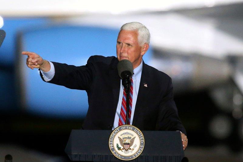 Një pjesë e stafit pozitiv me Covid, nënpresidenti Pence vijon punën nuk hyn në karantinë