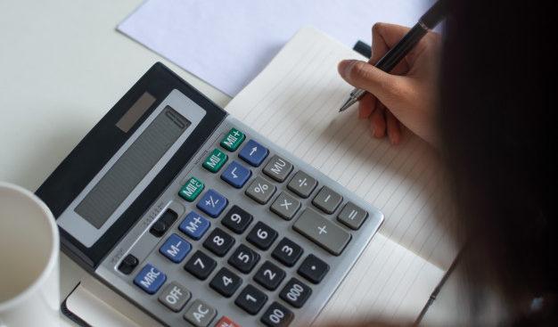 """Kriza e Covid-19, të ardhurat në buxhet bien me 290 mln euro, """"rrudhen"""" investimet"""