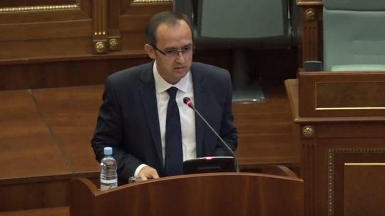 Hoti nga foltorja e Kuvendit: Nuk do të ketë dialog teknik me Serbinë!
