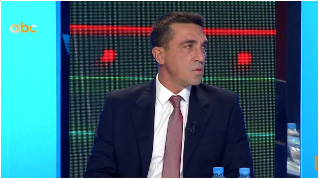 """""""I thashë një trajneri je kot"""", Dede: Dajën e ndjek ekipi, te Laçi nuk e bënë"""