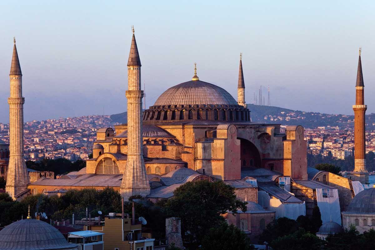 Muze apo xhami?  Shën Sofia, monument i leximeve selektive të historisë