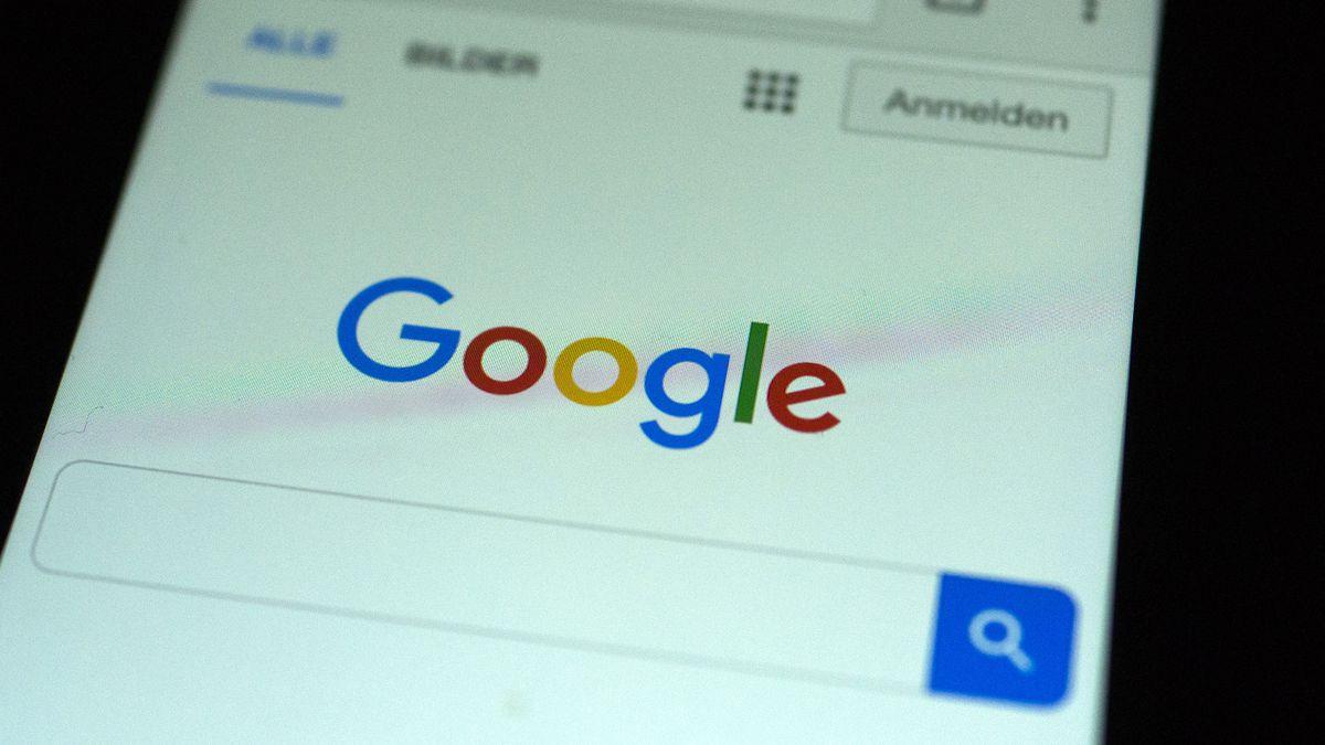 Google Search tani ju lejon të kërkoni këngën tuaj të preferuar me një psherëtimë