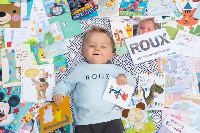 Fëmija që i mbijetoi tumorit në tru, feston ditëlindjen e parë në shtëpi