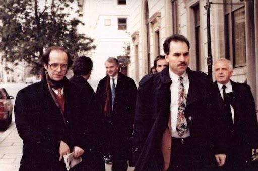 Gjenerali grek në 1992 i dhuroi Ibrahim Rugovës një pistoletë me 200 fishekë
